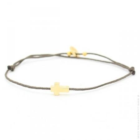 Bracelet croix plaquée or sur lien taupe