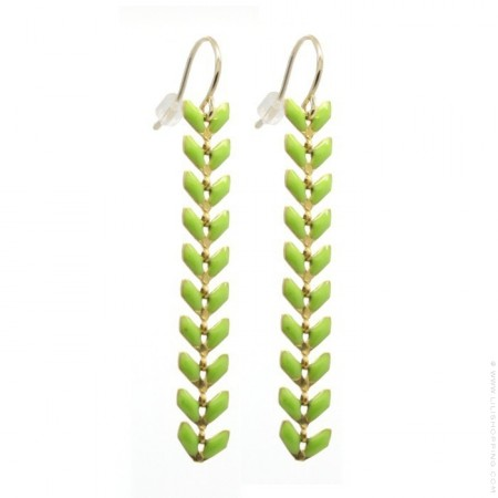 Light green laurel earrings