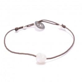Bracelet coeur en nacre blanche sur lien taupe
