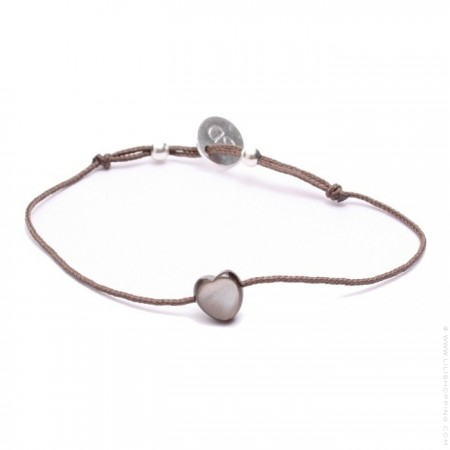 Bracelet coeur en nacre noire sur lien taupe