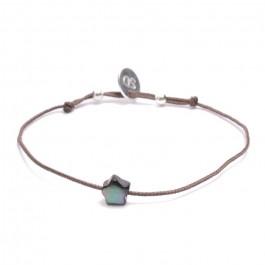 Bracelet étoile en nacre noire sur lien taupe