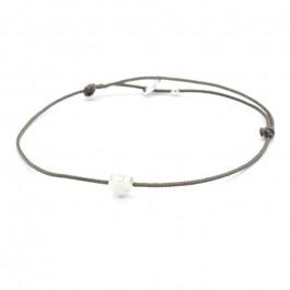Bracelet coeur en argent sur lien taupe