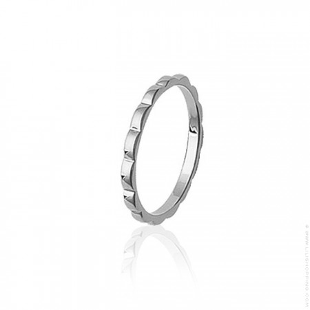 Silver waved ring
