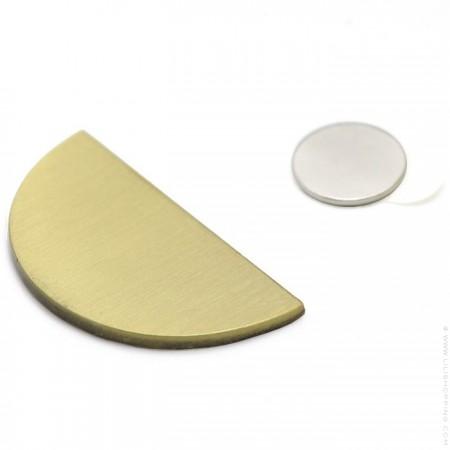 Polished brass magnetic wall jewel