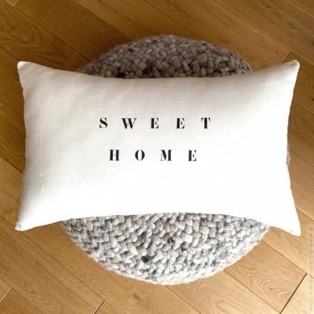 Rectangular old white linen cushion Sweet Home black